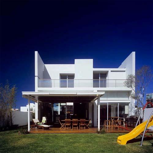 https://www.odhady24.cz/wp-content/uploads/2013/10/Modern-House-Design-by-Agraz-Arquitectos-1.jpg